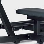 Čierne platformy lavice Technogym