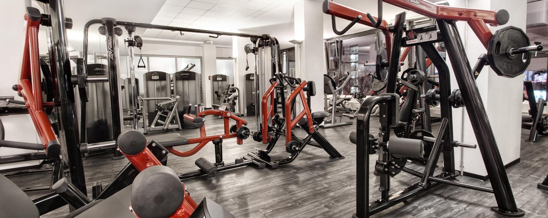 Life Fitness posilňovacie zariadenia